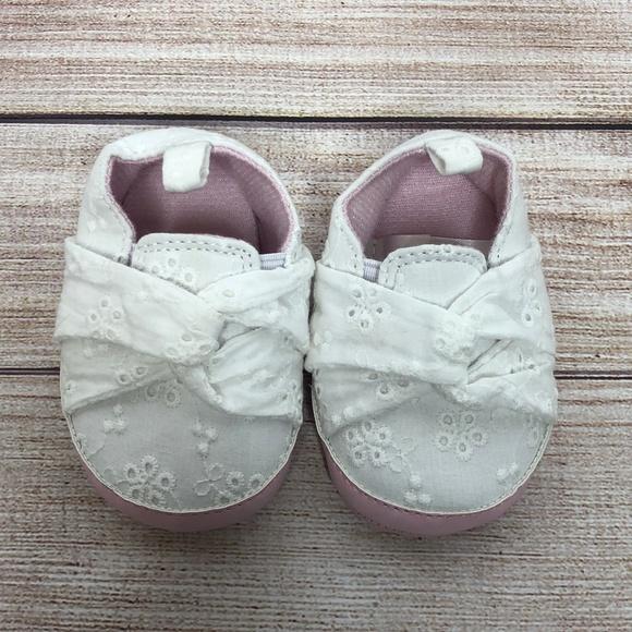 Target Shoes   525 Baby Girl Crib 03